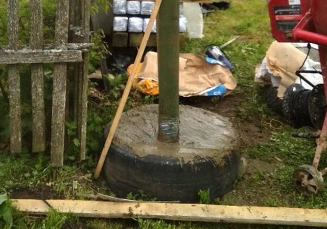 Как сделать дешевый забор из покрышек и пластиковой сетки без фундамента?