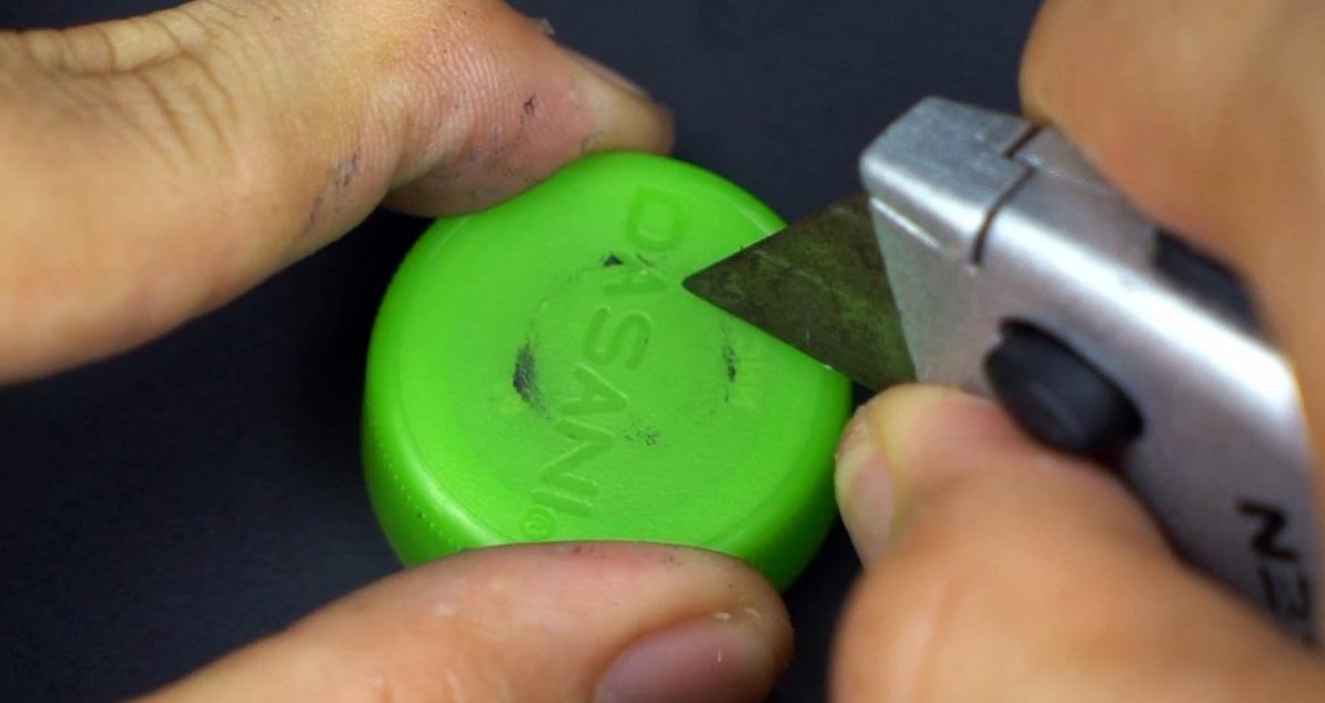 Как сделать удобный умывальник для дачи за 10 минут из шприца и полторашки?